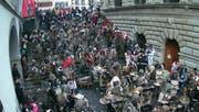 Der traditionelle Urknall an der Luzerner Fasnacht kommt mit rund 100 Dezibel daher. (Bild: Boris Bürgisser)