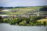 Blick auf die Gemeinde Aesch am Hallwilersee. (Archivbild Pius Amrein)