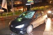 Der Fussgänger prallte gegen die Windschutzscheibe des Autos. (Bild: Kantonspolizei Obwalden)