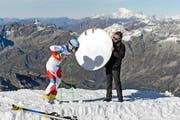 Patrick Küng im September bei einem Fototermin auf dem Gletscher ob Zermatt – in Übersee ist er Hoffnungsträger der Schweizer. (Bild: Jean-Christoph Bott / Keystone)