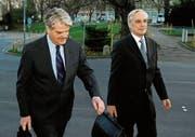 Der Anwalt Lorenz Erni (rechts) mit dem früheren Rentenanstalt-Finanzchef Dominique Morax. (Bild: Steffen Schmidt/Keystone (Zürich, 27. März 2012))
