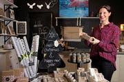 Im Laden von Jaqueline Lauper, dem Young Designer Market in der Stadt Luzern, gibt es viele einheimische, in Handarbeit hergestellte Produkte. (Bild Eveline Beerkircher)