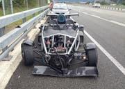 Die beiden Unfallfahrzeuge auf dem Pannenstreifen der A2 bei Erstfeld. (Bild: Kapo Uri)