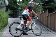 Ruedi Zweifel mit seiem Rennrad unterwegs in Baar. (Bild: Werner Schelbert/Neue ZZ)