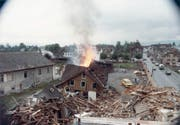 Im Juni 1981 brennt es auf dem Areal des heutigen Neudorf: die Übung einer Luftschutzkompanie. (Bild: Hildegard Küng)