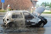 Das ausgebrannte Auto auf der Luzernerstrasse. (Bild Luzerner Polizei)