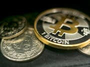 Berg- und Talfahrt: Digitale Bitcoins können auch in Schweizerfranken getauscht werden - die stark schwankende Kursentwicklung bestimmt sich allerdings im Internet. (Archivbild) (Bild: KEYSTONE/ALEXANDRA WEY)