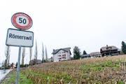 In Römerswil kommt es zu Verkehrsbehinderungen wegen Deckbelagseinbau. (Bild: Roger Grütter (Neue LZ))