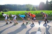 Die ambitionierten Skater absolvieren die Strecke in gebückter Haltung, um eine gute Zeit zu erreichen. (Bild: PD)