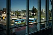 Während der Umbauzeit des Seetalplatzes in Emmen setzt die vbl Dieselbusse statt wie der Trolleybusse ein. (Bild: Pius Amrein / Neue LZ)