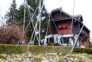 Soll abgerissen und auf der anderen Seite der Bahnlinie wieder aufgebaut werden: Das alte Bründlerhaus an der Luzernerstrasse 45. (Bild: Stefan Kaiser / Neue ZZ)
