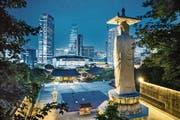 Tradition neben Moderne: In Südkoreas Hauptstadt Seoul stossen Gegensätze aufeinander, im Vordergrund der Bongeunsa-Tempel. (Bild: Leo Patrizi/Getty (Seoul, 9. Juni 2016))