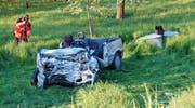 Das durch die Kollision stark beschädigte Unfallauto der 28-Jährigen. (Bild: PD)
