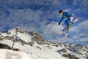In den meisten Skigebieten im Urner Unterland erfolgt heute der Saisonstart, auch wenn die Verhältnisse noch keine Freudensprünge auslösen. (Archivbild Neue UZ)
