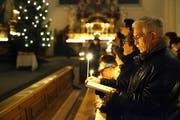 Weihnachtsstimmung in einer Kirche: Nach wie vor freuen sich Jung und Alt daran. (Bild pd)