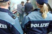 Luzerner Polizisten, hier auf Patrouille im Bahnhof Luzern. (Archivbild Dorothea Müller/Neue LZ)