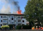 Das Feuer breitete sich über den gesamten Dachstock aus. (Bild: Kantonspolizei Schwyz)