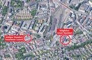 Der jetzige Standort der Feuerwehr an der Kleinmattstrasse (links). Rechts der mögliche neue Standort auf dem Areal der EWL. (Bild: maps.google.ch, Grafik: Loris Succo)