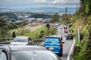 Die Renggstrasse (zwischen Kriens und Blatten) soll ausgebaut werden. Auf dem Bild zu sehen ist ein Teilabschnitt der Renggstrasse. Das Bild entstand am Dienstag, 26. April 2016. (Pius Amrein / Neue LZ) Strasse, Verkehr, Auto, Fahrzeuge (Bild: Pius Amrein (Kriens, 26. April 2016))
