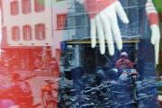 Die Vandalen hatten es auf Schaufenster abgesehen. Die Polizei sucht Zeugen. (Symbolbild Archiv / Neue LZ)
