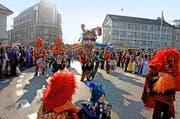 «Cirque Borgi» - gewaltiger Tambourmajor der Borggeischter Rothenburg. (Bild: Nadia Schärli / Neue LZ)