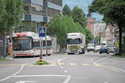 Für die Kantonsstrasse, hier auf der Höhe Schappe-Center, wird ein neues Bauprojekt ausgearbeitet. (Bild: Pius Amrein (Kriens, 26. Juli 2017))