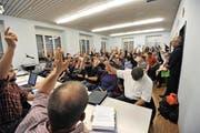 Die Korporationsbürger stimmen dem Reglement deutlich zu. (Bild: Urs Hanhart / Neue UZ)