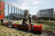 Die Gartenbahn fährt neu mit einem Rollstuhl-Wagon. (Bild: Photopress / Alexandra Wey)
