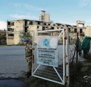 Blauhelmsoldat auf Zypern: Gibt es bald eine vergleichbare Friedensmission im Donbass? (Bild: Petros Karadjias/AP (4. Januar 2017))