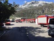 Auch die Feuerwehr war alarmiert worden (Fahrzeug am rechten Bildrand). (Bild: Leserbild)