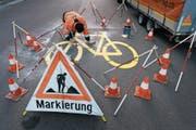 Die Umsetzung des Radroutenkonzepts sorgt bei Luzerner Parteien für Unmut. (Bild: Christian Beutler/Keystone)