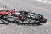 Der Elektrovelofahrer kollidierte mit dem Auto. Im Symbolbild: Ein in einen Unfall involviertes Velo. (Symbolbild Neue LZ)