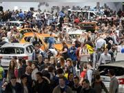 Der Besucherandrang am Genfer Autosalon war teilweise sehr gross. Insgesamt wurden an der am Sonntagabend zu Ende gegangenen Veranstaltung 687'000 Eintritte verzeichnet, 0,7 Prozent mehr als im Vorjahr. (Bild: KEYSTONE/MARTIAL TREZZINI)