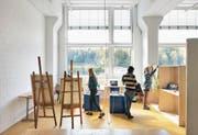 Ab heute füllen sie die Räumlichkeiten wieder: Blick in das Departement Design- & Kunst der Hochschule Luzern. (Bild: Filip Dujardin)