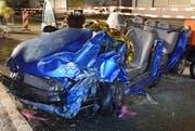 Eines der beiden Unfallfahrzeuge nach der Frontalkollision in Emmenbrücke. (Bild: Luzerner Polizei)