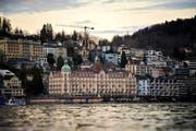 Das Hotel Palace in Luzern könnte noch in diesem Jahr den Besitzer wechseln. (Bild: Dominik Wunderli (Neue LZ))