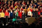Der Projektchor Malters mit 150 Mitgliedern begeisterte am Freitagabend in der Pfarrkirche Malters sein Publikum. (Bild: Boris Bürgisser)