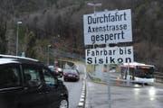 Die Axenstrasse ist ab Sisikon gesperrt. (Bild: Urs Hanhart)