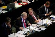 Der Kantonsrat lehnt den Aufgaben- und Finanzplan 2015-2019 ab. Im Bild von rechts die Regierungsräte Reto Wyss, Marcel Schwerzmann und Robert Küng. (Bild Nadia Schärli)