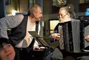 Der Schauspieler Otto Huber und der Akkordeonist Hans Hassler berichten aus dem Leben von Franz Meier. (Bild: Romano Cuonz (Luzern, 13. 3. 2018))