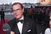 Roger Moore als Unicef-Botschafter in Luzern. (Bild: Esther Michel (17. April 2004))