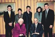 Franziska und Romuald Burkard mit ihren fünf Kindern auf einem Bild aus dem Jahr 2000.Bild: Sika-Jubiläumsschrift