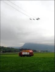 """Die """"Patrouille Suisse"""" über dem Flugplatz Buochs-Ennetbürgen am 28. Sept. 2015 (Bild: Leserbild Sepp Bernasconi)"""