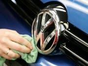 Die VW-Krise drückt bei Occasionen auf die Preise. (Symbolbild). (Bild: KEYSTONE/AP dapd/Joerg Sarbach)