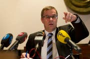 Landammann Armin Hüppin erklärte an der Pressekonferenz von letzter Woche, welche Kosten anfallen werden. (Bild: Keystone/Sigi Tischler)