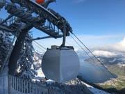 Noch ist die Kabine der Luftseilbahn Kräbel - Rigi Scheidegg verhüllt. Doch schon am Samstag, 23. Dezember, nimmt sie ihren Betrieb auf. (Bild: PD)