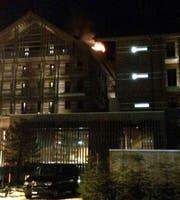 Das Feuer war im Dachstock des «The Chedi» ausgebrochen. (Bild: Facebook / Tele 1)