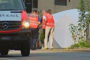 Die Polizei sicherte den Unfallort am frühen Sonntagmorgen ab. (Bild: Beat Kälin/newspictures.ch)