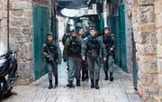 Israelische Militärpatrouille in der Altstadt von Jerusalem. (Bild: Atef Safadi/EPA)