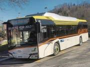 Der Urbino 12 von Solaris steht an der Haltestelle Zug Obersack zur Abfahrt in Richtung Bahnhof bereit. (Bild: Marco Morosoli (Zug, 13. Februar 2018))